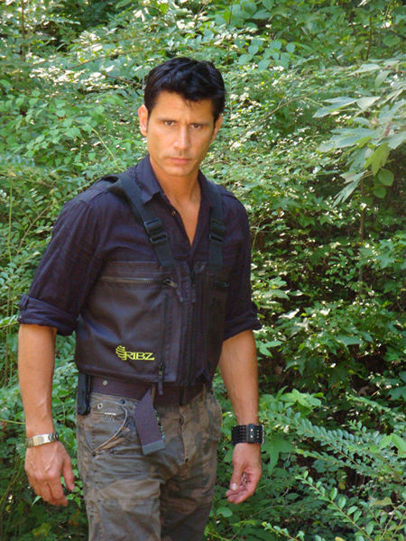 specops basic survival training with mykel hawkeshelter